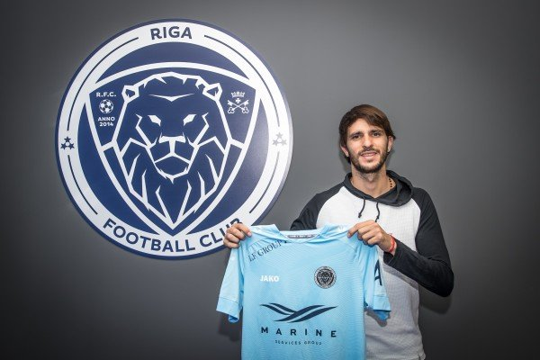 """Riga"" signs contract with Argentine defensive midfielder Bravo"